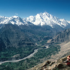 Blick über das Hunza Tal auf den Rakaposhi