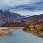 Der Indus bei Skardu im Herbst