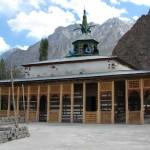 Die ca. 600 Jahre alte historische Holzmoschee von Khapulu