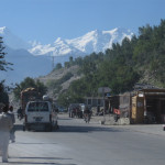 Der Nanga Parbat (rechts) vom KKH aus gesehen