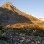 Sonnenaufgang beim Leila Peak (5.971 m, der kleine Schneeberg Mitte rechts)